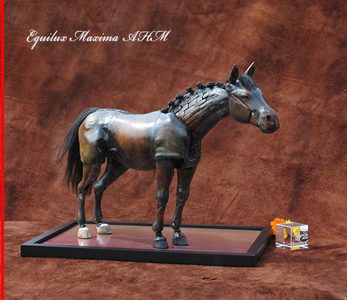 "Maria Talasz - Equilux Articulated Horse ""Maxima"" in an attentive expression"